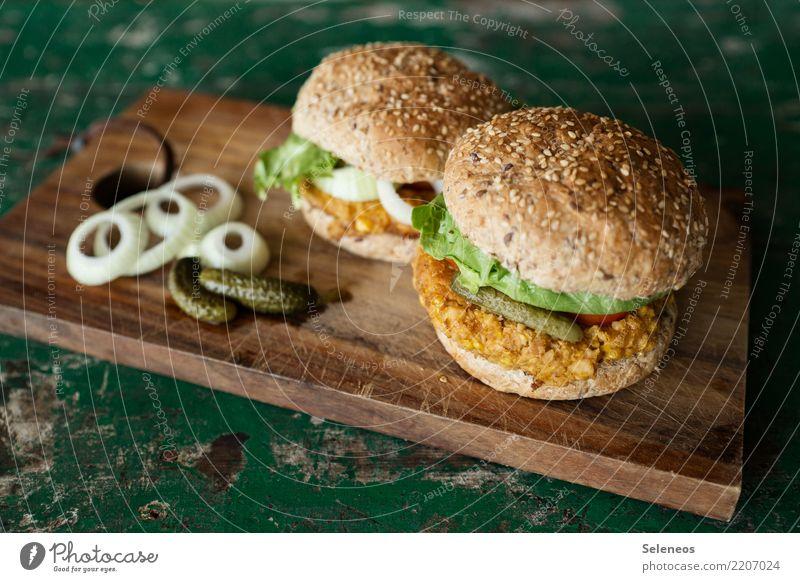 njam njam Lebensmittel Gemüse Teigwaren Backwaren Brötchen Zwiebelringe Hamburger Gurke Gewürzgurke Salatblatt Sesam Mais Ernährung Essen Bioprodukte