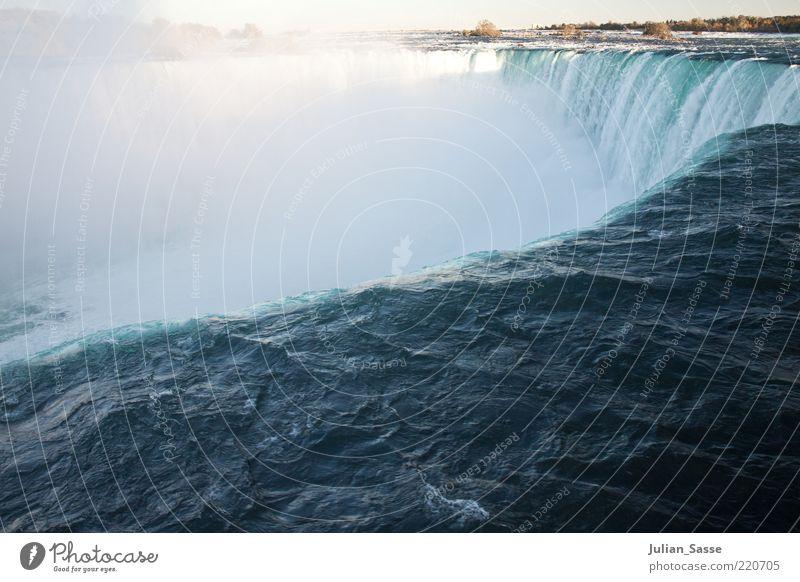 Am Abgrund Umwelt Natur Landschaft Urelemente Wasser Herbst Wasserfall Niagara Fälle Kraft Kanada abwärts fallen Farbfoto Am Rand Wassermassen Gischt