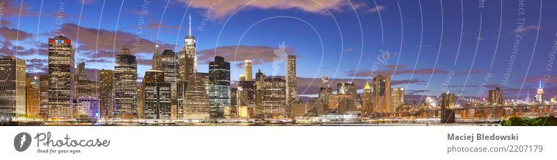New York City Skyline bei Nacht. Ferien & Urlaub & Reisen Stadt Farbe Architektur Gebäude Büro Hochhaus Aussicht USA Brücke Turm Bankgebäude Reichtum