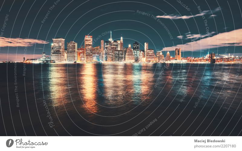 Weinlese tonte Bild von New- York CitySkyline. blau Stadt Ferne Architektur Gebäude Häusliches Leben Büro retro Hochhaus Aussicht USA Brücke Fluss Hafen
