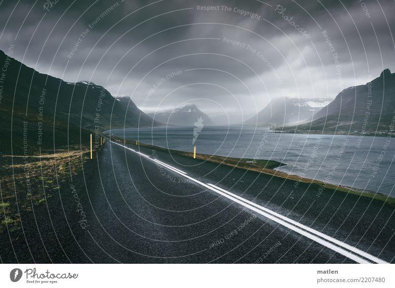 Der lange Weg Landschaft Wasser Himmel Wolken Horizont Frühling schlechtes Wetter Sturm Nebel Regen Gras Felsen Berge u. Gebirge Küste Fjord Menschenleer