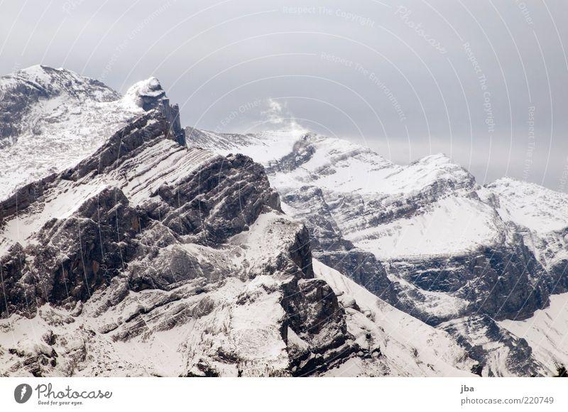 nicht Schottland! Natur Wolken ruhig Winter Ferne kalt Schnee Berge u. Gebirge Stein Nebel hoch Felsen wild authentisch Urelemente Alpen