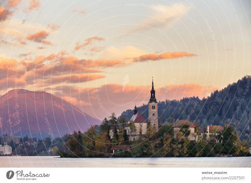 Bled See. Slowenien, berühmtes beliebtes Reiseziel schön Ferien & Urlaub & Reisen Tourismus Sommer Insel Berge u. Gebirge Natur Landschaft Himmel Herbst Baum