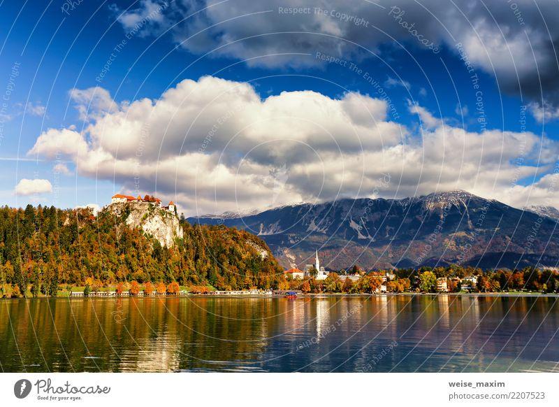 Bunter Herbsttag auf Bled See, Slowenien Himmel Natur Ferien & Urlaub & Reisen blau Sommer grün Baum Landschaft Haus Ferne Wald Berge u. Gebirge Tourismus