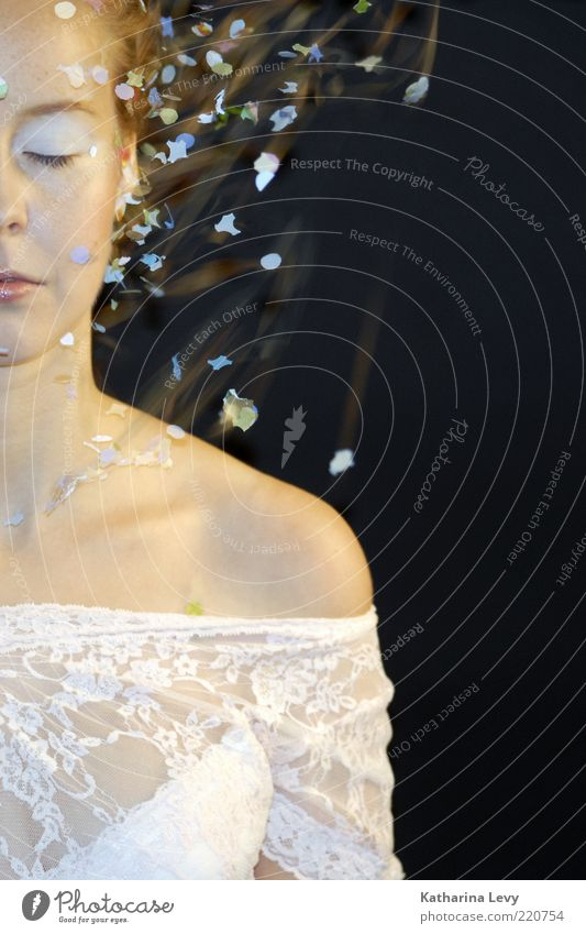 flitter Frau Mensch Jugendliche schön weiß Gesicht Farbe feminin träumen Feste & Feiern Mode glänzend blond Erwachsene frisch