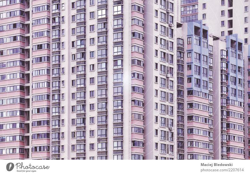 Windows Wohnung Haus Stadt Gebäude Architektur Mauer Wand Fassade Fenster retro violett rosa Traurigkeit Liebeskummer Heimweh Klotz Hintergrund Großstadt urban