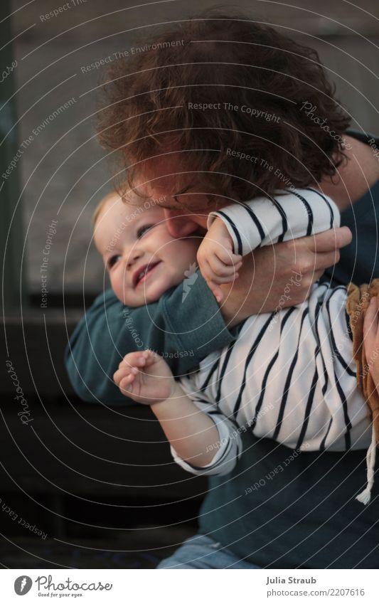Papa 2 Kind Mensch Mann schön Mädchen Erwachsene Gesundheit feminin Familie & Verwandtschaft Zufriedenheit maskulin Kindheit Lächeln Baby festhalten nah