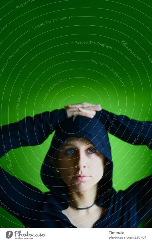grün ist das neue whatever Mensch Hand Jugendliche schön grün Gesicht ruhig dunkel feminin Stil Erwachsene Design Hoffnung Coolness Körperhaltung