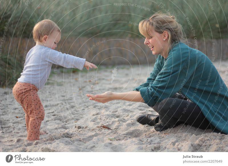 Sand, hab ich genug feminin Kind Kleinkind Mädchen Frau Erwachsene Familie & Verwandtschaft 2 Mensch 0-12 Monate Baby 18-30 Jahre Jugendliche Herbst Gras Ostsee