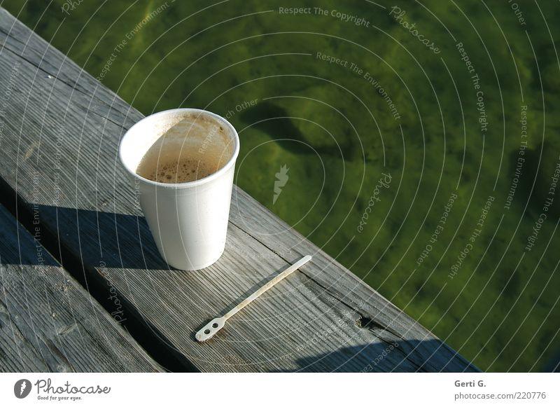CoffeeToGo Wasser grün ruhig Erholung Holz See Zufriedenheit Getränk Pause Kaffee deutlich Steg durchsichtig Stillleben Becher Löffel