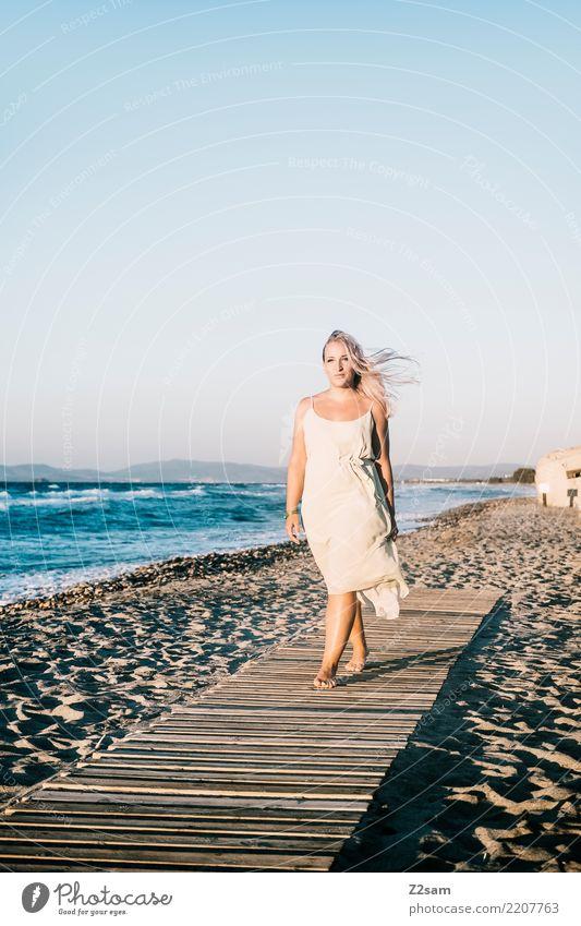 Lazy Days Lifestyle Ferien & Urlaub & Reisen Meer feminin Junge Frau Jugendliche 18-30 Jahre Erwachsene Natur Landschaft Sonne Sommer Schönes Wetter Strand Mode