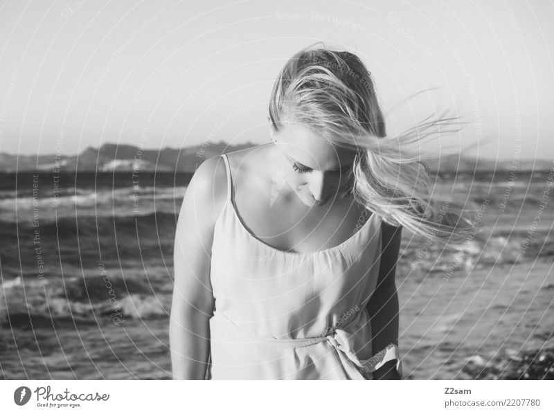 lazy days Lifestyle elegant Stil Ferien & Urlaub & Reisen Strand Meer Insel Junge Frau Jugendliche 18-30 Jahre Erwachsene Natur Landschaft Sommer Schönes Wetter