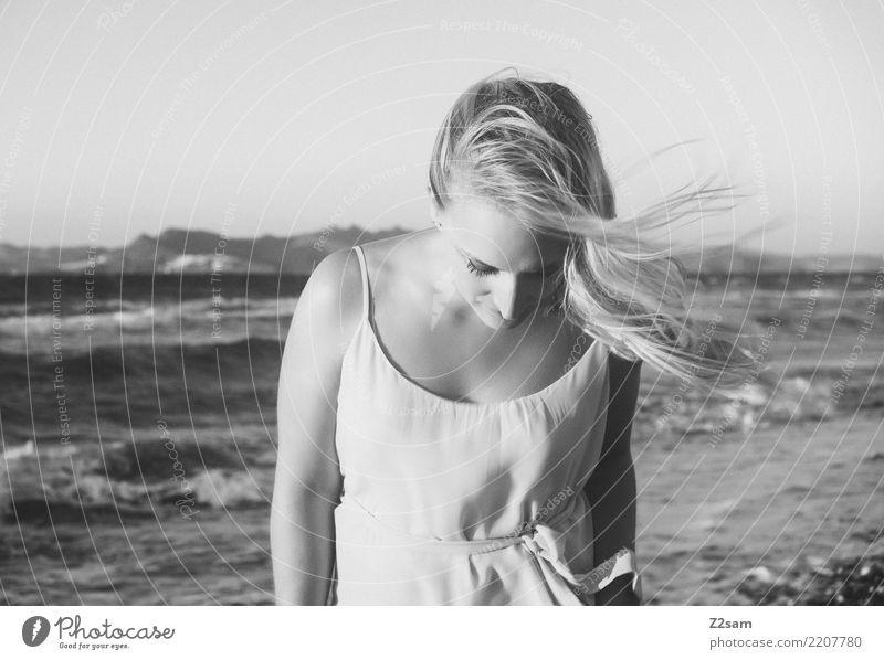lazy days Natur Ferien & Urlaub & Reisen Jugendliche Junge Frau Sommer schön Landschaft Meer Strand 18-30 Jahre Erwachsene Lifestyle natürlich Küste feminin