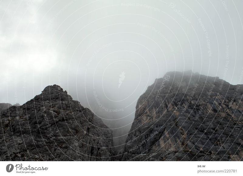 Weg nach Mordor '2 Sommer ruhig Wolken dunkel Herbst Berge u. Gebirge grau Felsen Alpen unheimlich Dunst steil schlechtes Wetter Nebelschleier Felswand Nebelwand