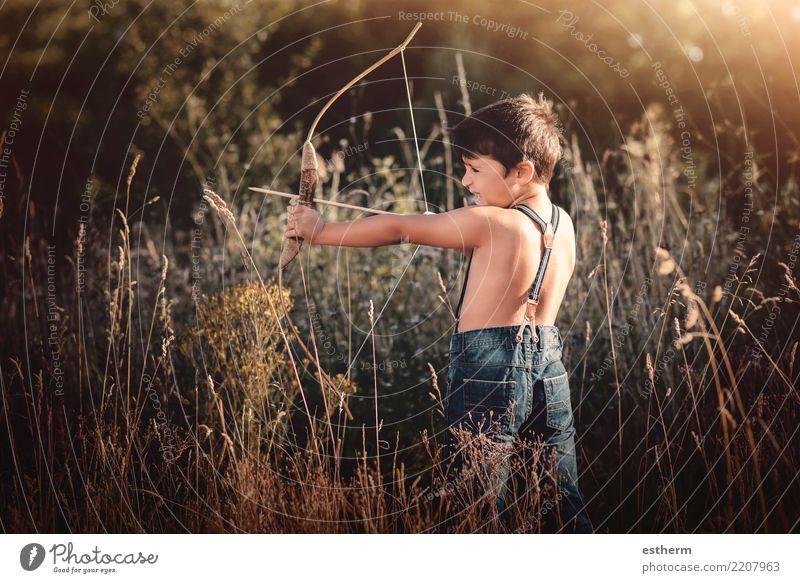 Bogenschütze Junge Lifestyle Freizeit & Hobby Spielen Jagd Mensch maskulin Kind Kleinkind 1 3-8 Jahre Kindheit Feld Wald Bewegung Fitness