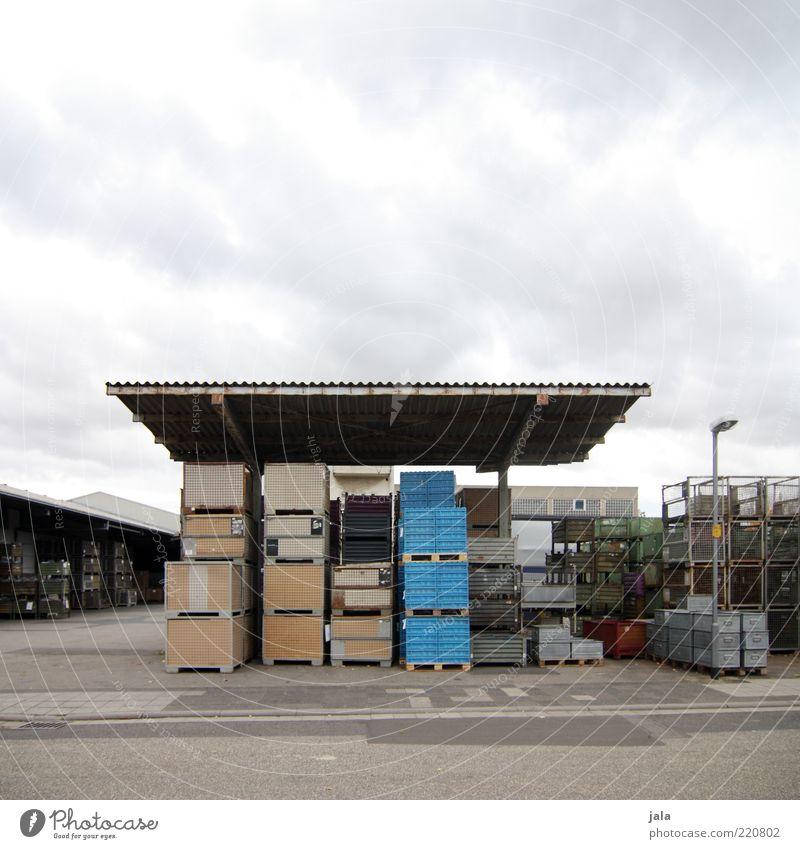 lagerung Himmel Arbeit & Erwerbstätigkeit Gebäude Architektur Industrie trist Güterverkehr & Logistik Fabrik Dach Bauwerk Unternehmen Handel Lager Kiste Stapel Industrieanlage
