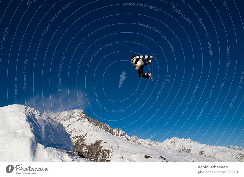 so !!!?? Mensch Jugendliche weiß blau Freude Ferien & Urlaub & Reisen Winter Schnee Berge u. Gebirge springen Glück Bewegung Erwachsene Eis fliegen maskulin