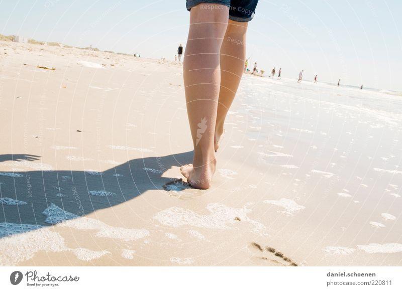 ....oder so !!???? Mensch Ferien & Urlaub & Reisen Sommer Meer Strand Ferne Erholung Küste Beine hell Horizont Wellen Zufriedenheit gehen Ausflug Tourismus