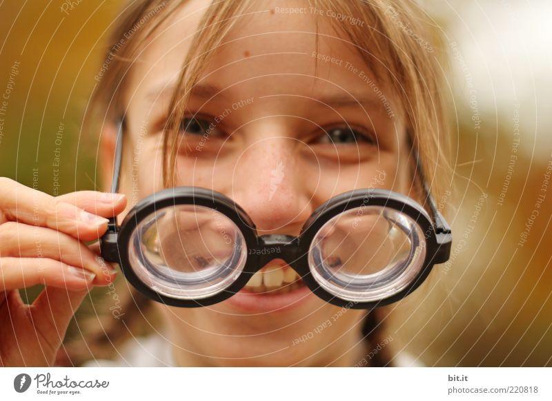Die Mäusedetektivin Kind Mädchen Kindheit Kopf Gesicht Zähne 8-13 Jahre blond lustig Glück Fröhlichkeit Freude Gesundheit Brille Brillenträger Brillengestell