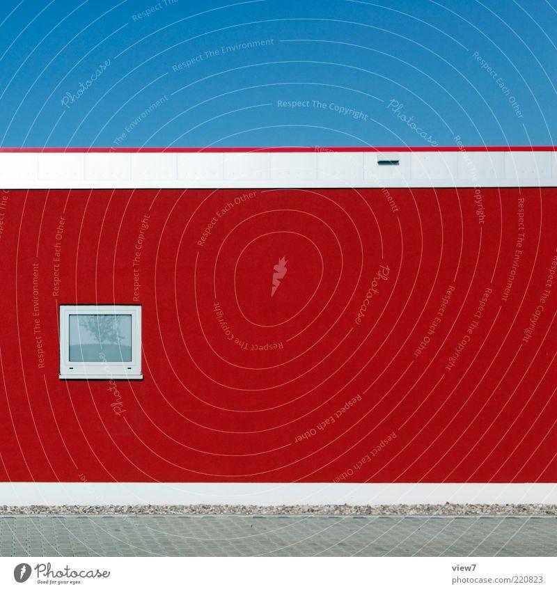 rot haus Himmel Wolkenloser Himmel Gebäude Mauer Wand Fassade Fenster Stein Beton Glas Linie Streifen ästhetisch authentisch einfach elegant frisch modern neu