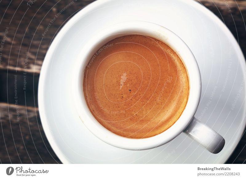 Abschluss oben der Espressoschale Crema direkt oben Lebensmittel Ernährung Frühstück Kaffeetrinken Getränk Heißgetränk Becher retro braun weiß Idee Holztisch