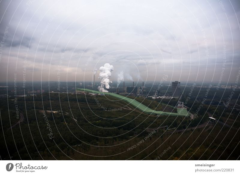 ruhrgebiet Himmel grün Baum Wolken Ferne braun Horizont dreckig Energie groß Energiewirtschaft gefährlich Industrie bedrohlich Technik & Technologie Rauchen