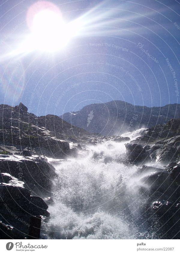 Mattmark Fall Bach Schweiz Kanton Wallis Saas-Grund Sommer Europa Wasserfall Alpen Berge u. Gebirge Saas Fee Sonne Reflektion