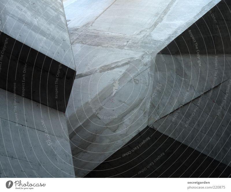 kubistischer konstruktivismus. kalt Wand grau Mauer Gebäude Architektur Beton Perspektive modern Ecke einzigartig Bauwerk Geometrie Museum Lichtspiel