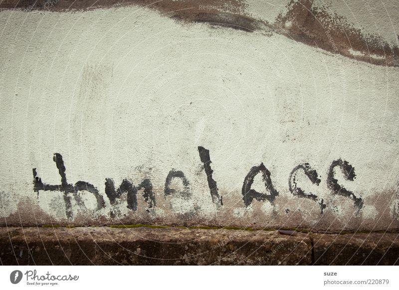 ... stand da Mauer Wand Fassade Schriftzeichen Graffiti alt Armut Einsamkeit obdachlos Typographie Text Straßenkunst Putz Zahn der Zeit Schmiererei verputzt