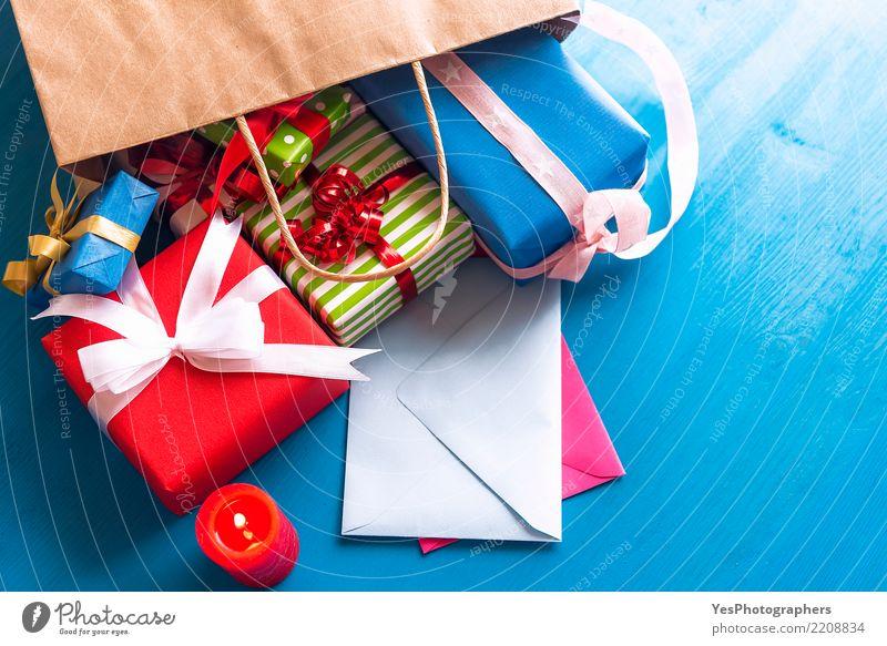 Einkaufstasche voller Geschenke Glück Feste & Feiern Freundschaft kaufen Schnur Kerze Überraschung Silvester u. Neujahr Tüte Holztisch Handarbeit festlich