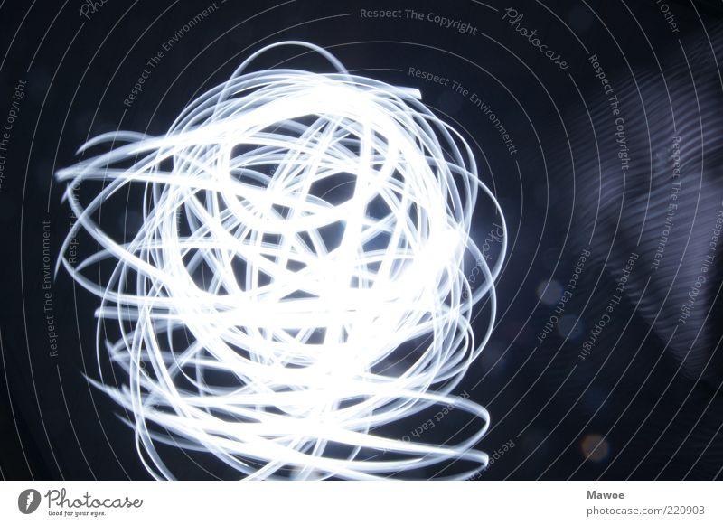 Lichtwirbelwind Zeichen Ornament chaotisch Schwarzweißfoto Gedeckte Farben Innenaufnahme Studioaufnahme Experiment abstrakt Menschenleer Textfreiraum rechts