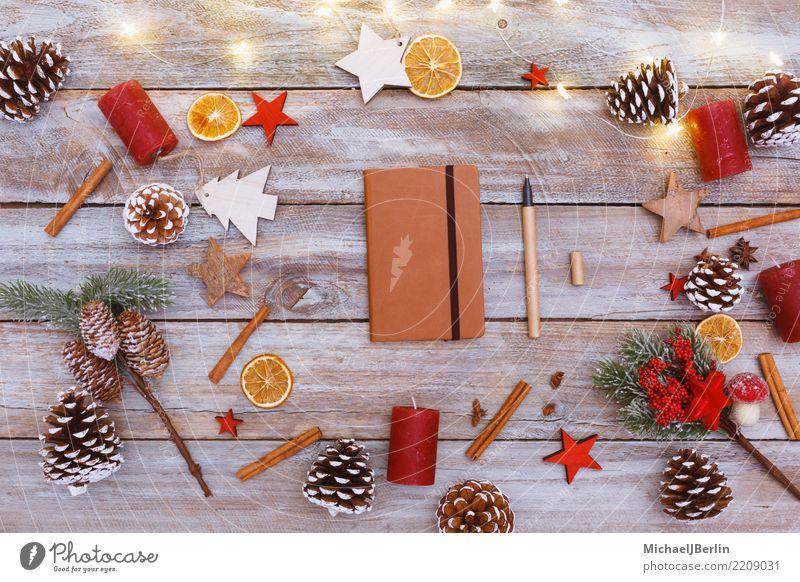 Tisch mit Weihnachts Dekoration und Notizheft Weihnachten & Advent Winter Holz Dekoration & Verzierung Papier schreiben chaotisch Schreibstift Ornament Dezember