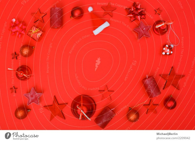 Flat lay aus roten Weihnacht Ornamenten Weihnachten & Advent Farbe Dekoration & Verzierung Stern (Symbol) Kerze Mütze Schmuck Feiertag Rahmen Glocke dominant