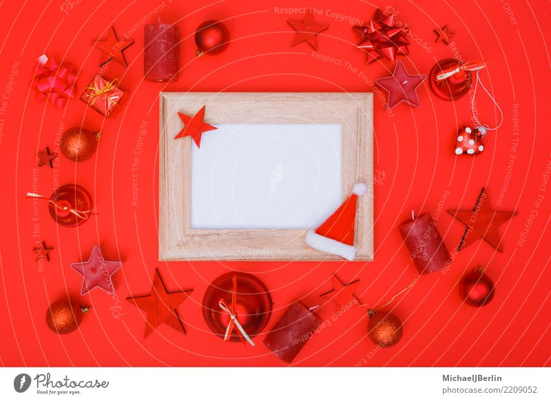 Flat lay Weihachten mit dominantem Rot Winter Weihnachten & Advent rot Colorkey Bilderrahmen Textfreiraum Rahmen weiß leer Fotografie Ornament flat lay oben