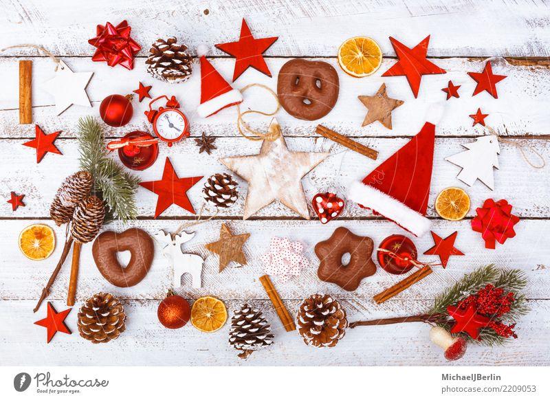 Essen Dekoration weihnachts dekoration und essen auf weißem tisch ein lizenzfreies