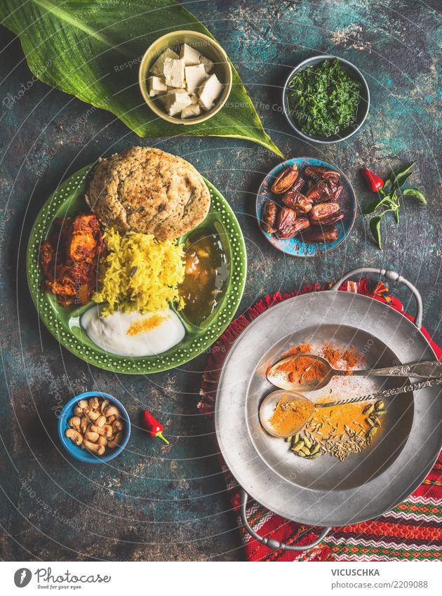 Indisches Essen in Schalen serviert mit Bananenblatt Lebensmittel Gemüse Getreide Kräuter & Gewürze Ernährung Mittagessen Büffet Brunch Bioprodukte