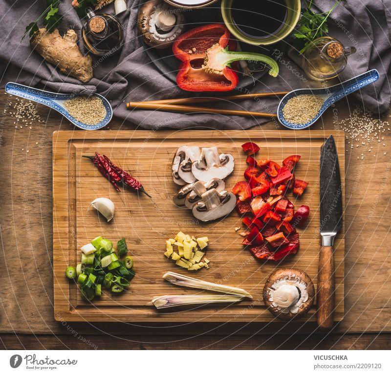 Gehacktes Gemüse für Asiatisch Kochen Lebensmittel Kräuter & Gewürze Ernährung Bioprodukte Vegetarische Ernährung Diät Asiatische Küche Geschirr Messer Stil