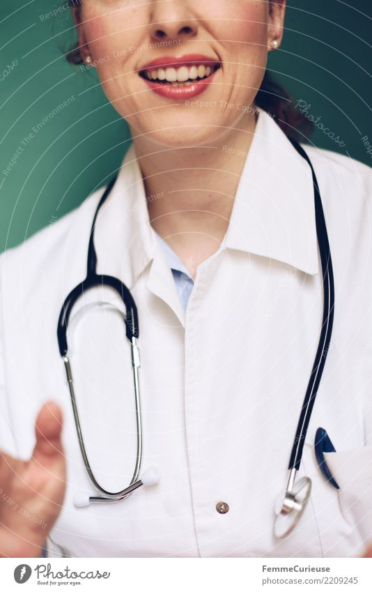 Doctor 04 Frau Mensch Jugendliche Junge Frau Hand 18-30 Jahre Erwachsene sprechen feminin Arbeit & Erwerbstätigkeit Mund Beruf Vertrauen Medikament türkis