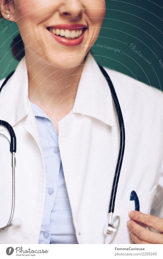 Doctor 39 Arbeit & Erwerbstätigkeit Beruf Arzt feminin Frau Erwachsene 1 Mensch 30-45 Jahre kompetent Beratung sprechen Lächeln Stethoskop Kittel