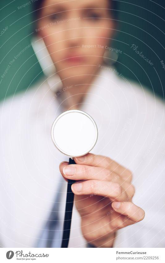 Doctor 02 Arbeit & Erwerbstätigkeit Beruf Arzt feminin Junge Frau Jugendliche Erwachsene 1 Mensch 18-30 Jahre 30-45 Jahre kompetent Vertrauen Krankenhaus