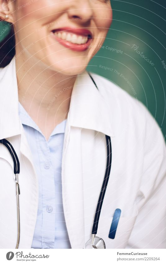 Doctor 03 Frau Mensch Jugendliche Junge Frau 18-30 Jahre Erwachsene feminin Arbeit & Erwerbstätigkeit Lächeln Freundlichkeit Beruf Vertrauen Medikament türkis