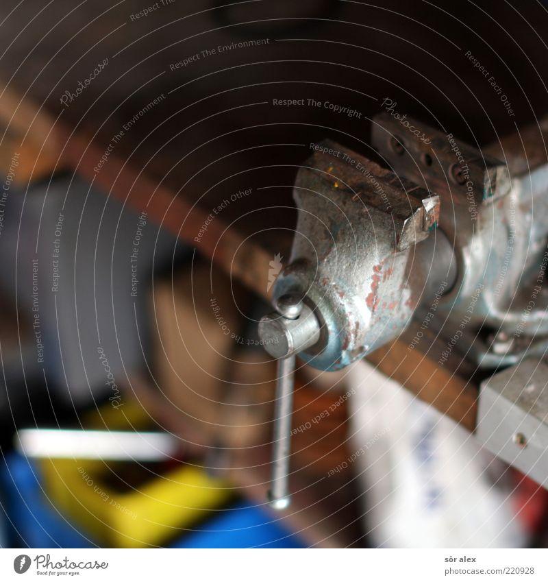 Der Heimwerker blau gelb Arbeit & Erwerbstätigkeit Kraft Metall Freizeit & Hobby festhalten Stahl Handwerk Werkstatt silber Werkzeug Kiste Arbeitsplatz Leistung eckig