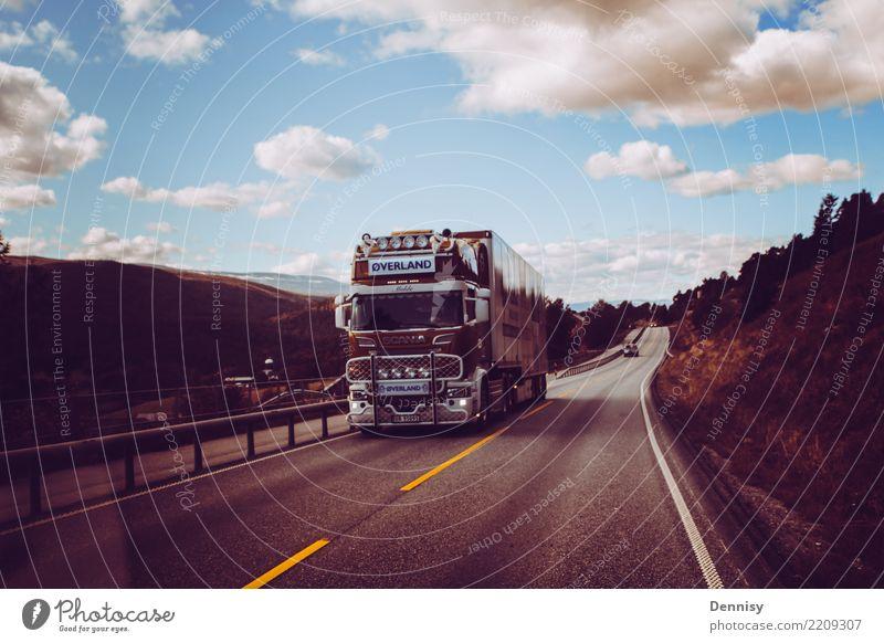Norway road Verkehr Straße Hochstraße Lastwagen fahren Norwegen Ferien & Urlaub & Reisen ruhig mehrfarbig Wolken Stadt Farbfoto