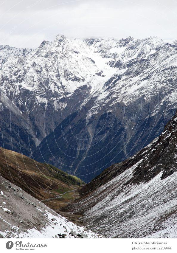 Darüber stehen Ferien & Urlaub & Reisen Tourismus Ferne Schnee Berge u. Gebirge Natur Landschaft Urelemente Herbst Felsen Alpen Gipfel Schneebedeckte Gipfel