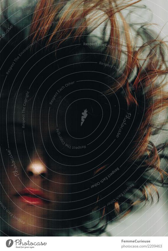 Dark 04 Frau Mensch Jugendliche Junge Frau dunkel 18-30 Jahre Gesicht Erwachsene Traurigkeit feminin Haare & Frisuren Mund Wandel & Veränderung gruselig