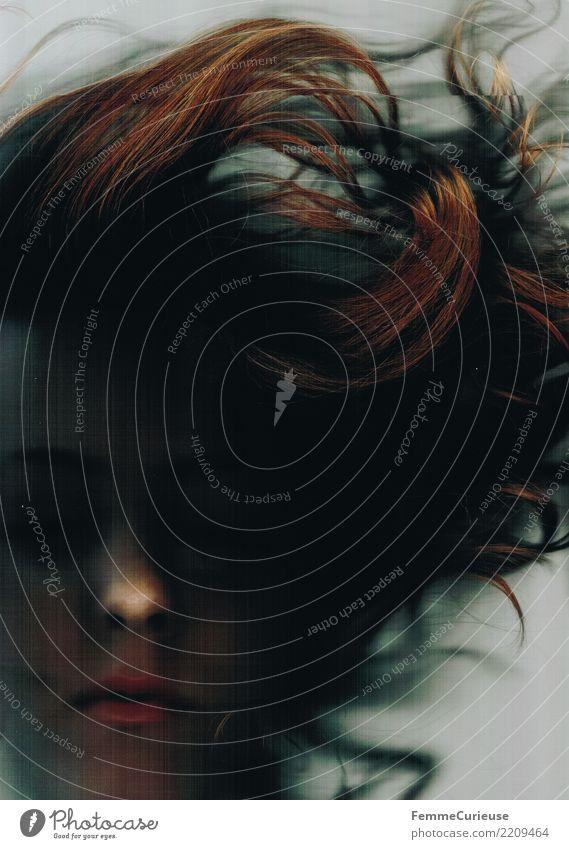 Dark 02 feminin Junge Frau Jugendliche Erwachsene 1 Mensch 18-30 Jahre 30-45 Jahre Sucht Surrealismus Traurigkeit Trennung Vergänglichkeit Irritation