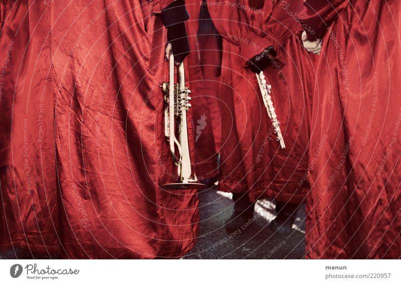 Gleich geht's los! Veranstaltung Musik Feste & Feiern Karneval Mensch Erwachsene Leben Rücken Arme Hand Menschengruppe Show Musiker Orchester Trompete