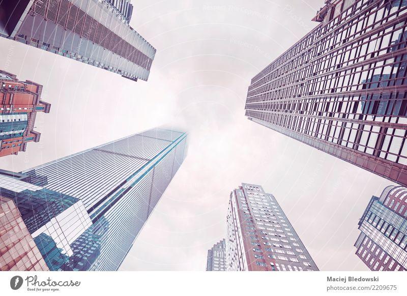 Wolkenkratzer in Wolken. Himmel Stadt Architektur Wand Gebäude Mauer Stimmung Büro modern Hochhaus Kraft Aussicht Erfolg Macht Sicherheit