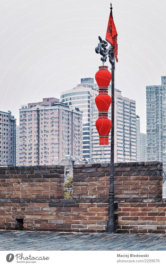 Weinlese tonte chinesische rote Laternen in Xian. Städtereise Dekoration & Verzierung Kunst Kultur Altstadt Mauer Wand alt authentisch rosa elegant Nostalgie