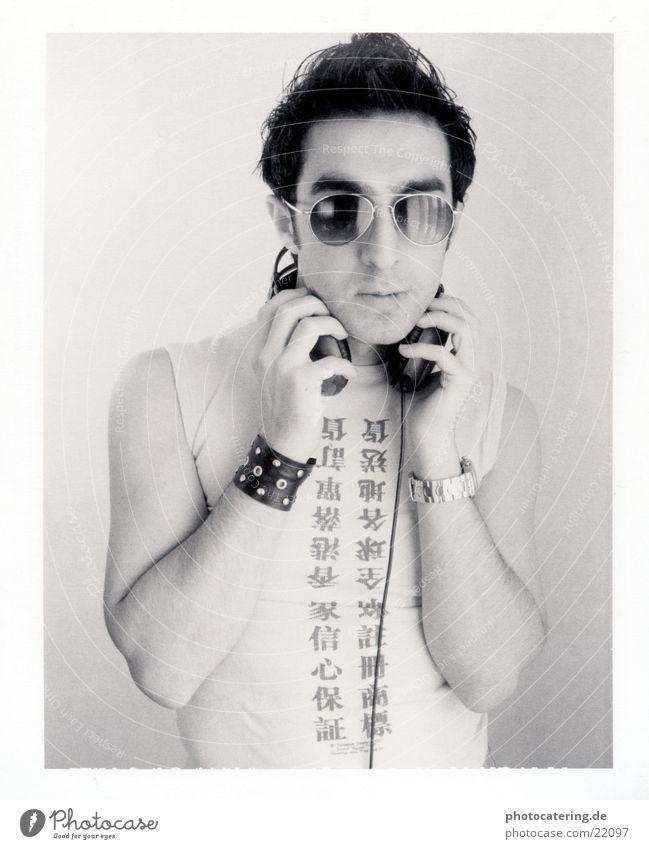 Music Musik Kopfhörer Brille Polaroid Streichholz Mann asiatische Schrift Schriftzeichen Coolness